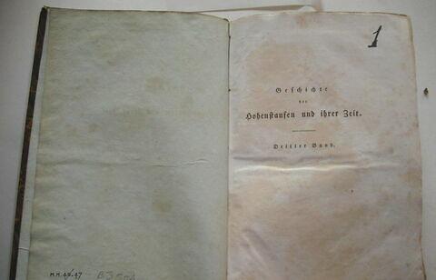 Livre d'études en langue allemande ayant appartenu à Napoléon II : Geschichte der Hohenstaufen und ihrer Zeit. III, Leipzig, 1824. Troisième volume d'un ensemble de six.