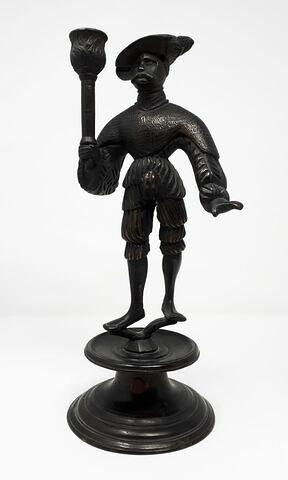 Chandelier : homme tenant une torche, d'une paire