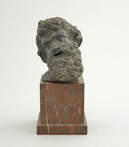 Statuette : tête de centaure