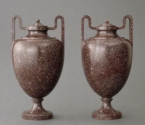 """Vase """"étrusque"""", d'une paire (MR 2821)"""