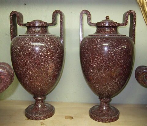 Urne étrusque, d'une paire (avec MR 2823)