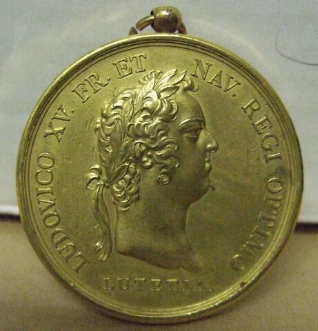 Médaille : Louis XV / inscription