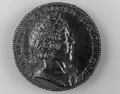 Médaille : Louis XIII / façade du Louvre