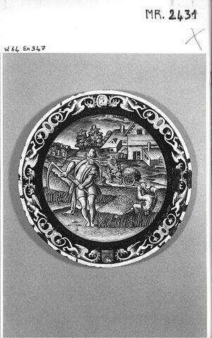 Assiette : Le mois de juillet, d'un ensemble de cinq assiettes du service aux armoiries rapprochées de celles de la famille Séguier (R 262, R 264, MR 2431, R 268, MR 2429)