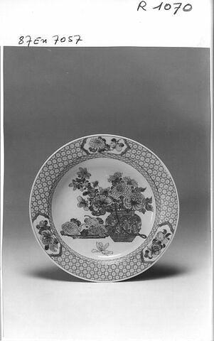 Assiette, porcelaine de Chine, coquille d'oeuf
