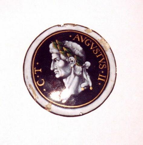 Plaque circulaire : Tibère, d'un ensemble de huit (MR 2566 à 2574).
