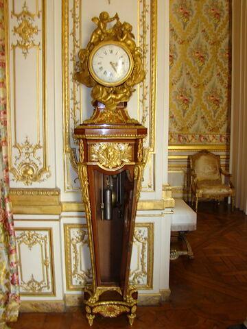 Horloge-régulateur