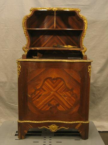 Meuble à hauteur d'appui surmonté d'un cartonnier de style Louis XV