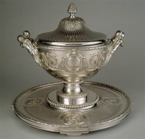 Pot à oille, sa doublure et son plateau, du service du Roi George III d'Angleterre et de Hanovre d'une paire (OA 10606)