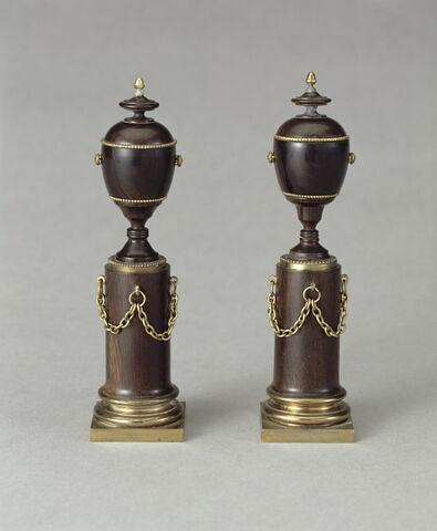 """Urne, d'une paire de vases dits """"séditieux"""" (Marie-Antoinette), avec OA 11833 (Louis XIV)"""