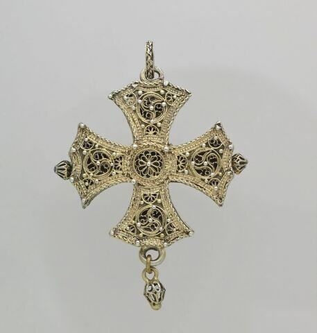 Croix de Malte en argent filigrané doré, formant boîte
