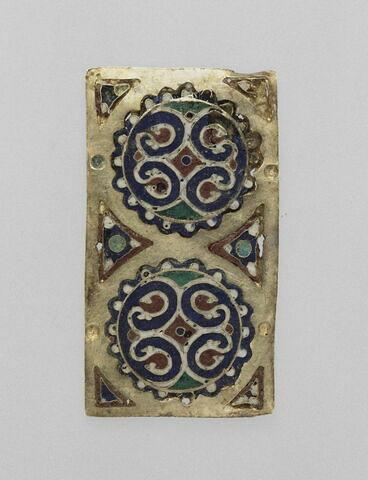 Plaque rectangulaire en émail cloisonné sur or à décor de deux rosaces