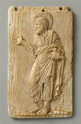 Plaque en ivoire : un apôtre.