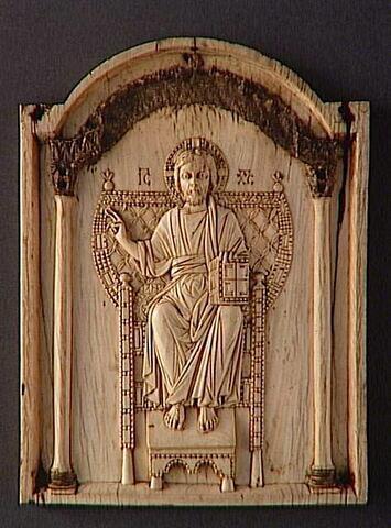 Panneau central d'un triptyque  : le Christ trônant et bénissant.