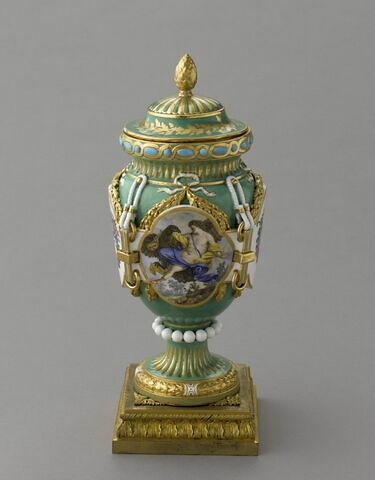 """Vase d'ornement forme """"antique ferrée"""" dit """"vase de Fontenoy"""" ou """"à cordon"""""""