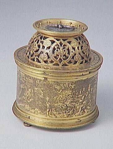 Horloge de table cylindrique surmontée d'un dôme