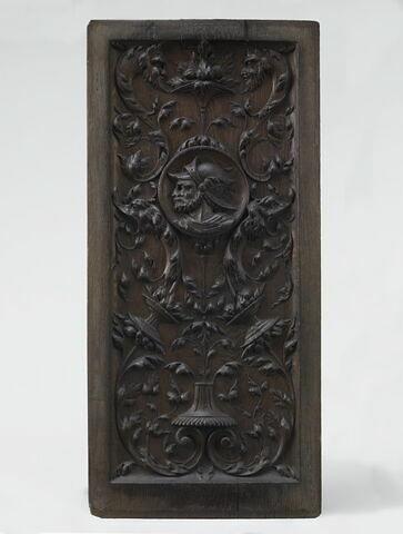 Panneau à décor de candélabre et buste d'homme dans un médaillon