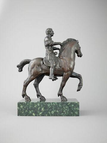 Statuette : cheval passant