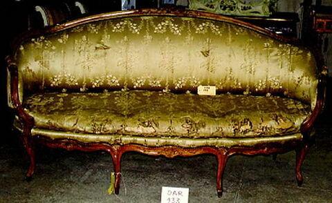 Grand canapé d'un mobilier de salon comportant treize pièces Style Louis XV.