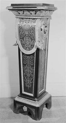 """Piedestal en gaine, dit """"à tablier"""", d'une paire (avec le OA 5061)"""