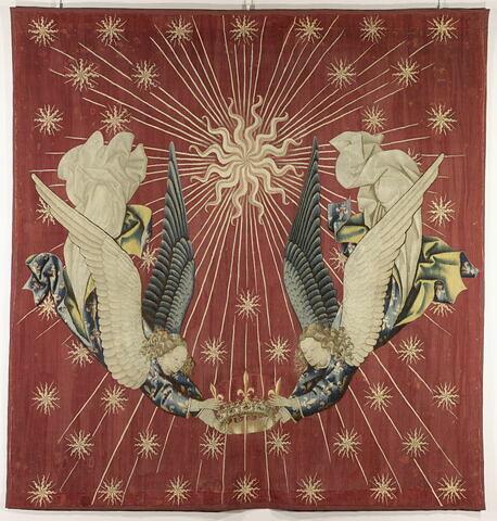 Dais de Charles VII : deux anges tenant une couronne