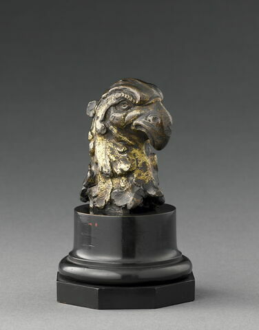 Statuette : tête de rapace