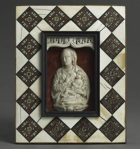 Bas-relief : Vierge à l'enfant.