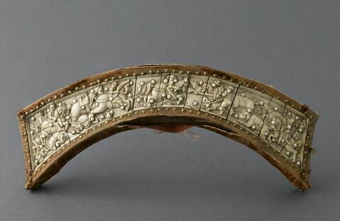 Troussequin de selle de forme cintrée.