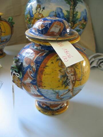 Pot couvert à deux anses : Allégorie de la Fortune