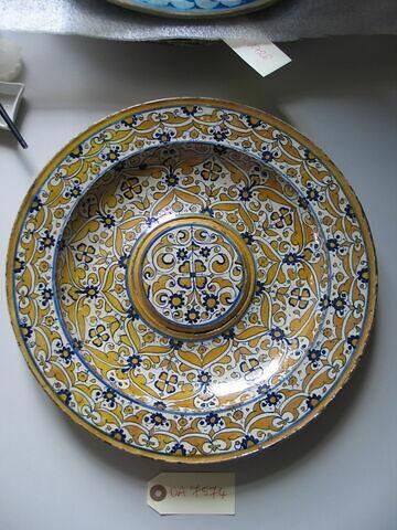 Plat, décor lustré et bleu. Faïence. Deruta,, début XVIème siècle.