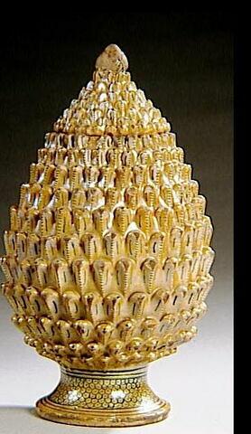 Vase couvert en forme de pomme de pin