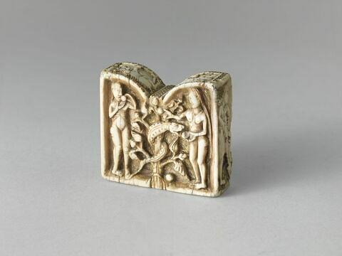 Pièce d'échecs : Adam et Ève ; deux chevaliers combattant.