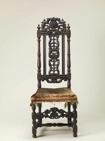 Chaise à haut dossier ajouré