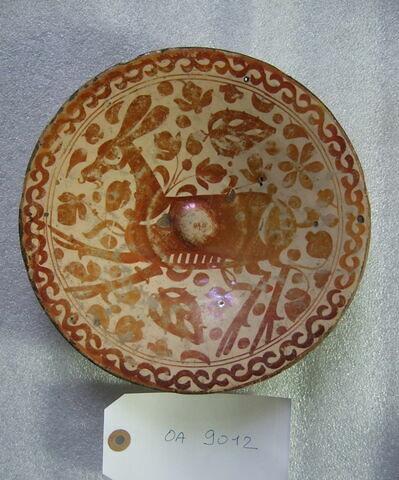 Assiette décorée d'une biche. Faïence. Espagne, Valence, XVIème siècle.
