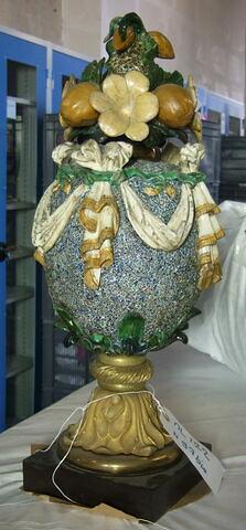 Vase couvert ovoïde