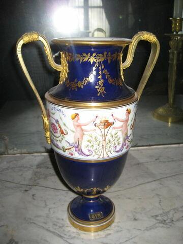 Paire de vases urnes.