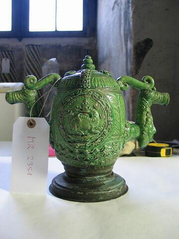 Pot à deux becs : Emblème de la salamandre