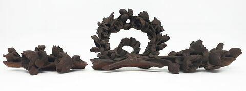 Couronnement d'un cadre sculpté
