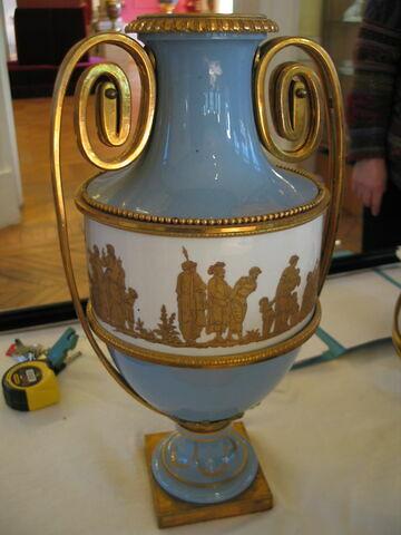 Vase d'ornement (vase étrusque à bandeau).