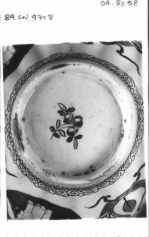 dessous ; détail © 1989 RMN-Grand Palais (musée du Louvre) / Photographe inconnu