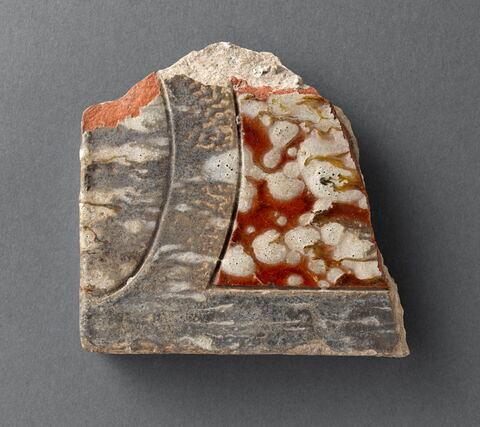 Fragment de plaque :  décor jaspé