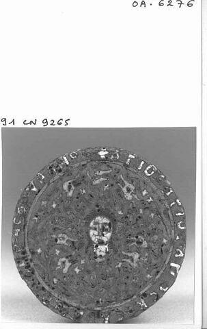 Médaillon : tête de Gorgone et inscription prophylactique au revers