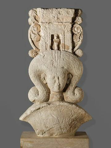 stèle ; chapiteau ; objet votif