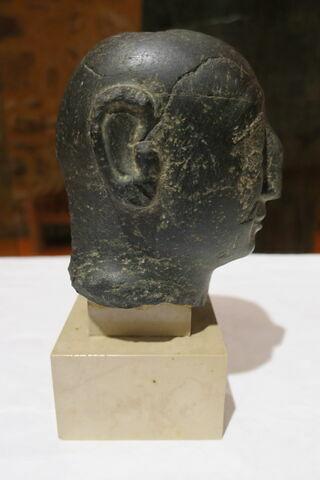 vue d'ensemble ; côté ; profil droit © 2018 Musée du Louvre / Antiquités orientales