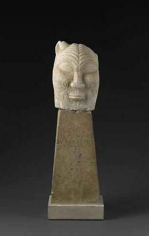 statue  ; objet funéraire