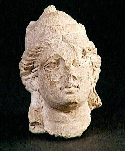 statue  ; trône