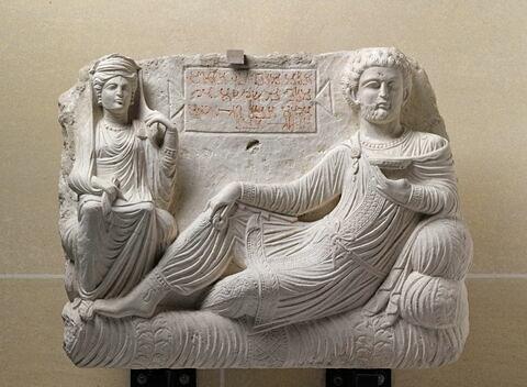 relief ; plaque ; objet funéraire