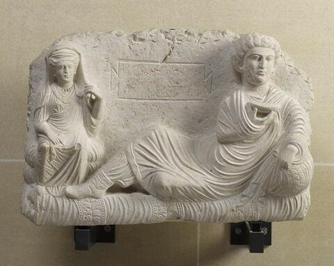 relief ; objet funéraire