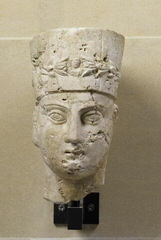 statue  ; couvercle de sarcophage