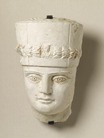 relief ; couvercle de sarcophage